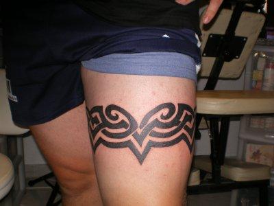 gros tribal tattoo tatouage et piercing le body art est. Black Bedroom Furniture Sets. Home Design Ideas