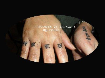 tatouage sur les mains tattoo tatouage et piercing le body art est. Black Bedroom Furniture Sets. Home Design Ideas